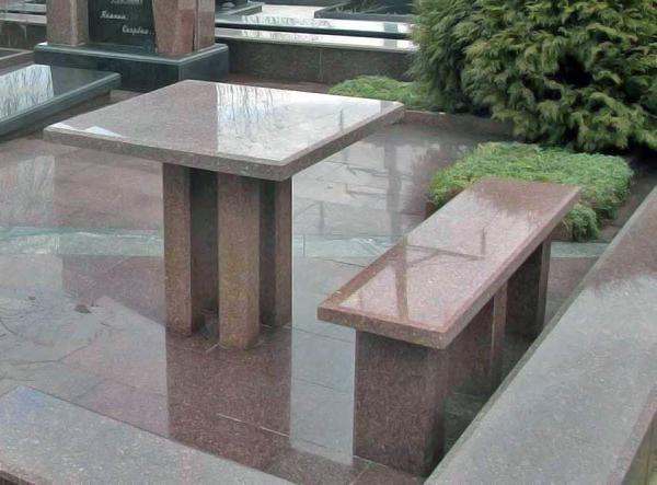 Гранітний стіл і лавочка