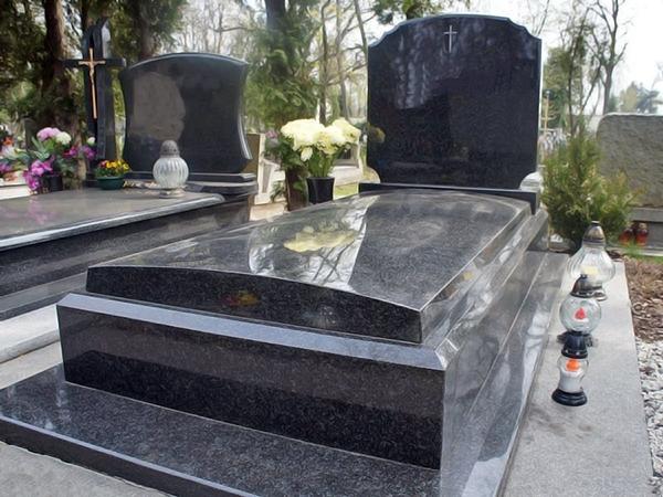 Надгробний пам'ятник з граніту