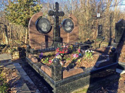 Пам'ятники з хрестом фото (38)