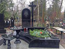Столики і лавки на кладовищі фото (2)