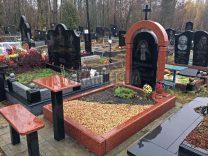Столики і лавки на кладовищі фото (4)