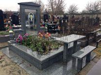 Столики і лавки на кладовищі фото (6)