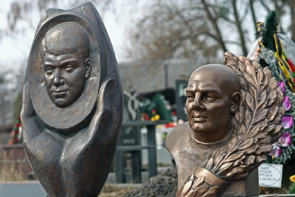 Бронзова скульптура