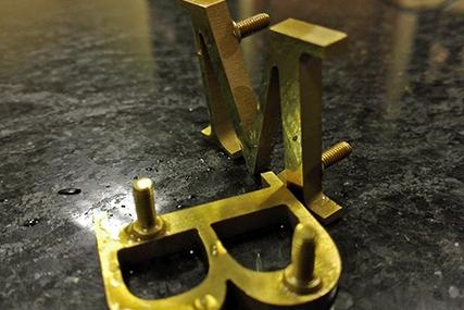 Металеві букви