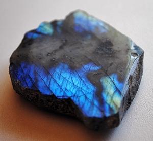 Камінь лабрадорит
