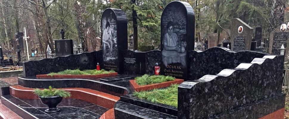 Пам'ятник з лабрадориту