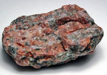 Камінь червоний граніт