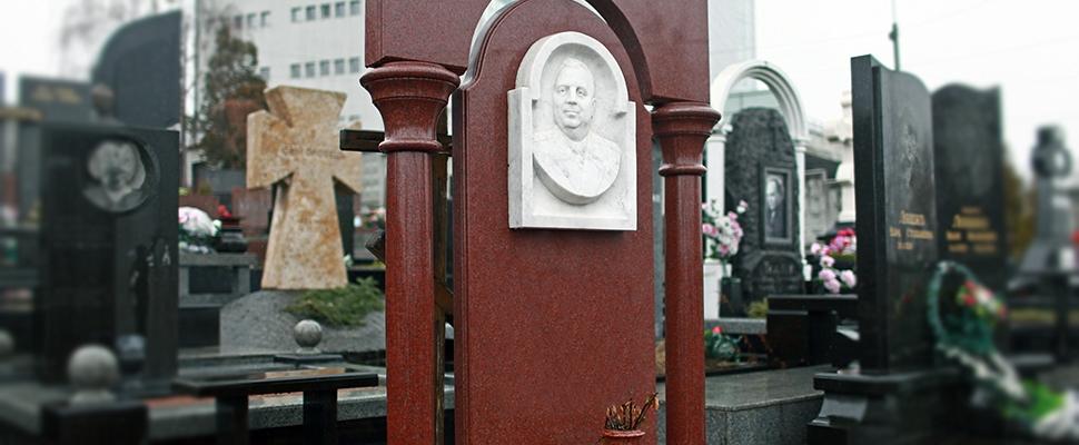 Пам'ятник з червоного граніту